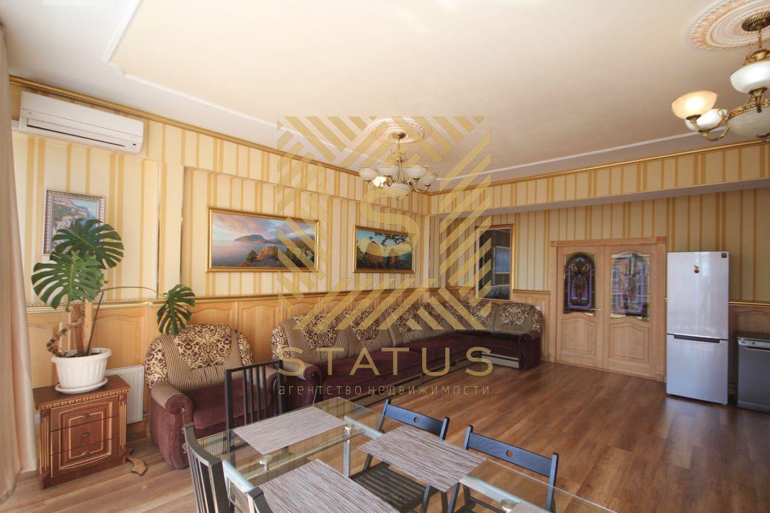 Продажа готовой для жизни, светлой квартиры с двумя спальнями, кабинетом и просторной кухней-гостиной с видом на море в Ялте